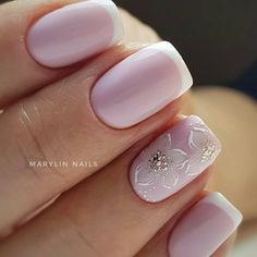 False nails have the advantage of offering a manicure worthy of the most advanced backstage and to hold longer than a simple nail polish. The problem is how to remove them without damaging your nails. Elegant Nail Designs, Elegant Nails, Toe Nail Designs, Beautiful Nail Designs, French Acrylic Nails, French Manicure Nails, Manicure And Pedicure, Toe Nails, Pink Nails