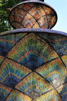 Gekachelt by reflexer, via Flickr Mosaic Fountain