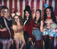 Halloween Costume Ideas That Are Guaranteed To Impress Circus Themed Costumes, Costume Party Themes, Cute Group Halloween Costumes, Scary Costumes, Halloween Outfits, Freak Show Costumes, Group Costumes, Freak Show Halloween, Halloween Circus