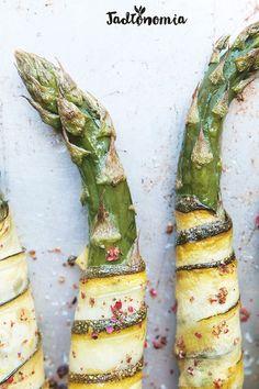 Szparagi w cytrynowej cukinii » Jadłonomia | #obiad #przystawka #warzywa