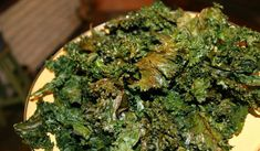 Looking for a great Baked Kale Chips recipe? Delicious and healthy, they are much cheaper to bake at home – find out how! Kale Chips, Potato Chips, Healthy Chips, Healthy Snacks, Clean Recipes, Paleo Recipes, Kale Chip Recipes, Paleo Meal Plan, Anti Inflammatory Recipes