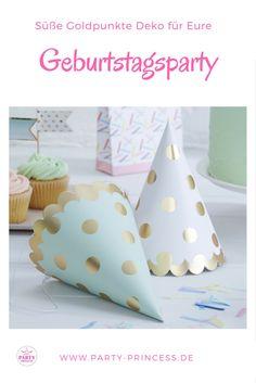 Süße Hütchen dürfen auf der perfekten Geburtstagsparty einfach nicht fehlen. Hier sind sie im süßen Punktedesign.