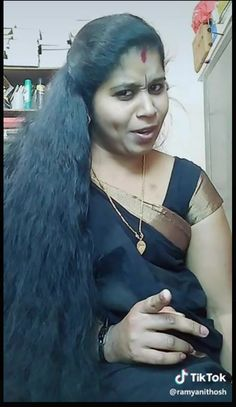 We convince her to cut ✂️ her hair to her shoulders blades. After the service she like it.the massive on the floor was not good Indian Bridal Hairstyles, Loose Hairstyles, Braided Hairstyles, Indian Girl Bikini, Indian Girls, Long Indian Hair, Indian Natural Beauty, Cut Her Hair, Beauty Full Girl