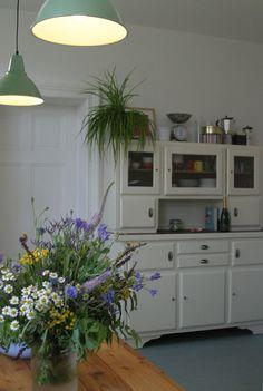 New Kitchen Doors, Kitchen Sideboard, Kitchen Cabinets, Kitchen Ornaments, Gypsy Decor, Cozy Kitchen, Cottage Homes, Plant Decor, Cozy House