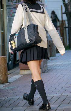School Girl Japan, School Girl Outfit, High School Girls, Japan Girl, School Fashion, Girl Fashion, Japanese School Uniform, Schoolgirl Style, Cute Japanese Girl