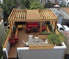 Pergola is the wooden structure standing in your lawn or garden or the attached pergolas with no covered roof. Mostly, pergolas are made with sparsely wooden sticks leaving space there. Sometimes, these spaces are made in the roof of pergola delibera Rooftop Terrace Design, Rooftop Patio, Terrace Garden, Rooftop Gardens, Garden Paths, Pergola On The Roof, Pergola Patio, Backyard Patio, Modern Pergola