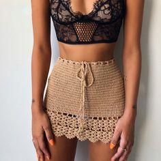 Crochet Skirts, Crochet Clothes, Crochet Tops, Crochet Outfits, Crochet Skirt Outfit, Crochet Poncho, Mode Crochet, Crochet Bikini Bottoms, Tie Skirt