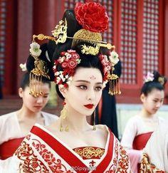 Fan Bing Bing as Wu Mei Niang from The Empress of China 2014 : the costumes as the concubine , the queen and the empress Oriental Fashion, Asian Fashion, Moda China, The Concubine, The Empress Of China, Asian Photography, Fan Bingbing, Asian Hair, Glamour