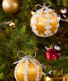 Lacy Christmas Ornaments - free crochet pattern @ Red Heart