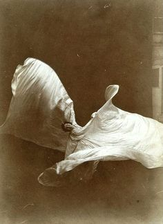 Isaiah West Taber, Loie Fuller dancing (Late 19th century)