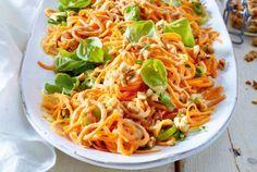 Unser beliebtes Rezept für Möhrenspaghetti-Salat mit Erdnüssen und mehr als 55.000 weitere kostenlose Rezepte auf LECKER.de.