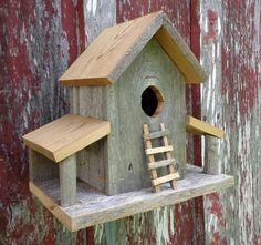 """Rustic Reclaimed Cedar Birdhouse Barn by SwampwoodCreations As dimensões são 14 """"ampla, 11"""" de altura e 6 """"de profundidade e pesa 3 libras. Envio, manuseio e seguro é de $40"""