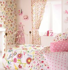 Such a great fun and pretty little girls room!