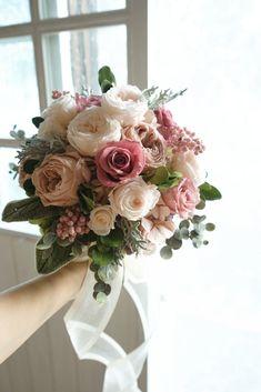 Silk Bridal Bouquet, Pink Bouquet, Bridal Flowers, Bridesmaid Bouquet, Simple Wedding Bouquets, Flower Bouquet Wedding, Daisy Wedding, Floral Wedding, Flower Arrangements Simple