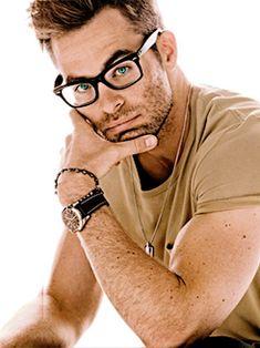 """Depois dizem que óculos não tem um """" it """" especial na personalidade... É ruim, heim ! Faz toda a diferença POSITIVA !  rsrs"""