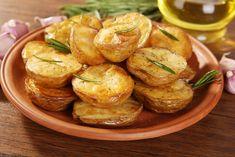 Patatas al horno tradicionales ¡Toma nota para que te salgan perfectas!  #PatatasAlHorno #RecetasConPatatas #RecetasConHorno #Entrantes #Tapas #Guarnicion
