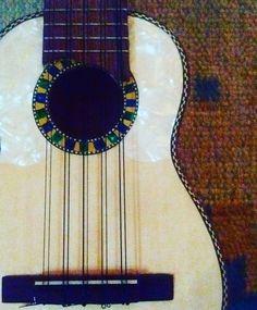 Novos timbres sempre serão bem-vindos... Apresentando a Pacenita e seus acordes cabulosos! #charango #guitar #music #musica