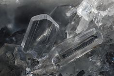 Diaspore, AlO(OH), Mattarana, Carrodano, La Spezia Province, Liguria, Italy. Fov 2 mm. Crystal group of diaspore. Specimen: Fabrizio Castellaro,  Photo: Bruno Marello
