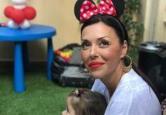 Σίσσυ Φειδά: Μας δείχνει το δωμάτιο της κόρης της Kai, Hoop Earrings, Food, Fashion, Moda, Fashion Styles, Essen, Meals, Fashion Illustrations