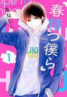 Manga Haru Matsu Bokura. Mitsuki es una estudiante de secundaria solitaria que solo desea hacer amigos. Su único refugio es un café en donde trabaja a tiempo parcial, allí por cosas del destino se verá envuelta con los cuatro chicos más populares del colegio que forman parte del club de basket. Pronto los días de Mitsuki-chan cambiarán completamente.