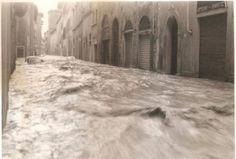 L'Alluvione del 1966 in borgo San Frediano Passerà questa pioggia, come passa il dolore...Il 3 Novembre 1966 il cielo di Firenze si aprì, riversando sulla città 18 ore di pioggia incessante