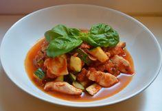 Paleo Putenpfanne mit Zucchini und Tomaten - schnell und einfach zubereitet, enthält diese Putenpfanne viel Eiweiß und wenig Fett.