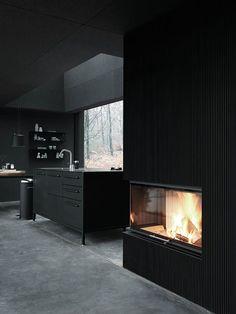 Dänisches Design ist auf angenehme Weise nüchtern, zeitlos und zugleich elegant, überaus funktional und nie aus der Mode. Das beweist das dänische Unternehmen Vipp mit all seinen Produkten immer wi…