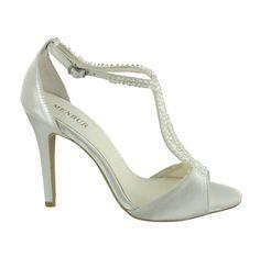 Zapato de novia en satín con pedrería de Menbur (ref. 6472) Satin bridal shoes by Menbur (ref. 6472)