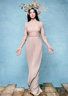 Monica Bellucci pictured as a goddess by Rankin, on the cover of Hunger magazine Monica Bellucci, Most Beautiful Women, Beautiful People, Hunger Magazine, Inspiration Artistique, Italian Actress, Great Women, Our Lady, Elie Saab