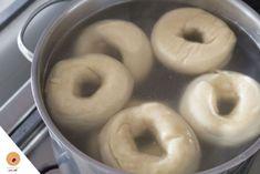 Pain Bagel, American Food, American Recipes, Bagels, Cafe Bar, Scones, Doughnut, Donuts, Cooking