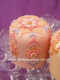 Daisy on an opal inspired mini cake, created by Lindy Smith, of Lindy's Cakes, at one of her mini cake classes.