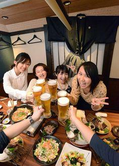 "Let's Cheers~! at ""Ryuma Hana no Mai"" at Akihabara Showa-dori #hananomai #akihabara #tokyo #izakaya #japan #japnakuru #cooljapan #japancool #100tokyo #food #beer #cheers #drink #sakamotoryuma #toza #katsuo #sushi #sashimi #shikoku #nikon"