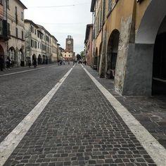 Illusioni.  #igerspisa #igerstoscana #igersitalia #ig_pisa #ig_toscana #ig_italia #pisaconnection #volgopisa #volgotoscana #tuscanystyle #tuscanybuzz #tuscany #lines #illusions