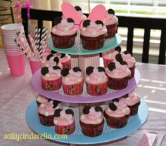 Salty Cinderella: Minnie Bow-tique Birthday Party, Minnie Mouse cupcakes