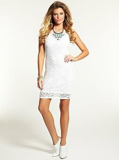 6 summer dresses in white + black that you must have!