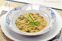 """Risoto (ou risotto) é uma comida """"gororobenta"""", difícil de sair bem na foto, mas é um dos meus pratos preferidos. Adoro também a ideia de prato único que suja apenas uma panela! Mais pr…"""