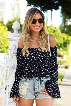 Look Luisa Accorsi – Bata: Urban Outfitters   Shorts: Brandy Melville