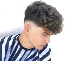 boy w curly on top fade on side Low Fade Curly Hair, Undercut Curly Hair, Haircuts For Curly Hair, Curly Hair Cuts, Haircuts For Men, Curly Hair Styles, Natural Hair Styles, Quiff Hairstyles, Trendy Hairstyles
