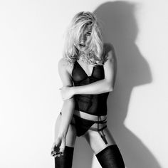 #fineart #photography #sexy #blond #lingerie #shadow #studio #michaelbaganz @bella_lovelyyy www.no-pictures.com