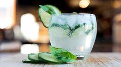 Gin tonic met komkommer en basilicum