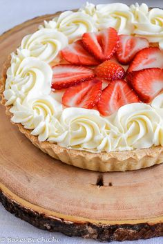 Strawberry Mascarpone Cream Tart - Bakes by Chichi 13 Desserts, Delicious Desserts, Dessert Recipes, Plated Desserts, Sweet Pie, Sweet Tarts, Tart Recipes, Sweet Recipes, Strawberry Recipes