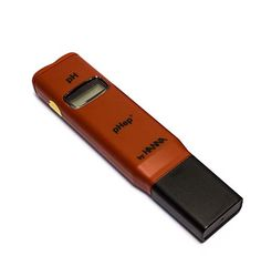 Posee calibración manual en un punto, con lo cual asegura una precisión de la medición en ±0.2 pH. Incorpora un novedoso tipo de unión extraíble, la cual permite prolongar considerablemente la vida del electrodo y por ende del instrumento. La medición se visualiza directamente en su amplio display de cristal líquido.