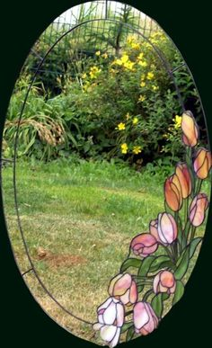 Oval window w tulips ~ this is beautiful! would make a wonderful oval insert in a door or even an oval mirror Stained Glass Mirror, Stained Glass Flowers, Stained Glass Designs, Stained Glass Panels, Stained Glass Projects, Stained Glass Patterns, Leaded Glass, Mosaic Glass, Glass Artwork