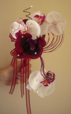 bouquet de mari e orange blanc retombant travaill avec de magnifiques orchid es blanches. Black Bedroom Furniture Sets. Home Design Ideas