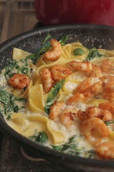 pasta with shrimps in cheese sauce - Owoce morza - Makaron Pork Recipes, Seafood Recipes, Wine Recipes, Pasta Recipes, Healthy Recipes, Kitchen Recipes, Cooking Recipes, Mediterranean Diet Recipes, Diy Food