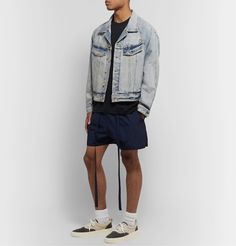 Fear Of God Distressed Denim Trucker Jacket In Vintage Indigo Classic Style, Men's Style, Light Denim, Distressed Denim, Blue Denim, Work Wear, Indigo, Mens Fashion, God