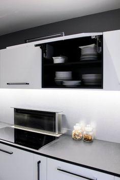 Cuisine Eclairage led sous meuble haut Plan de travail en granit noir zimbabwe Réalisée par l'Atelier Languin (menuiserie) à Nantes #cuisine #aménagement #design #menuiserie