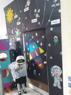 proyecto el espacio Space Preschool, Space Activities, Decoration Creche, Class Decoration, Space Theme Classroom, Classroom Decor, Space Projects, Science Projects, Outer Space Theme