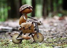 Crafts Acorn Dubánek na cestách Acorn Crafts, Pine Cone Crafts, Wood Crafts, Diy And Crafts, Fairy Crafts, Garden Crafts, Garden Art, Nature Crafts, How To Make Ornaments