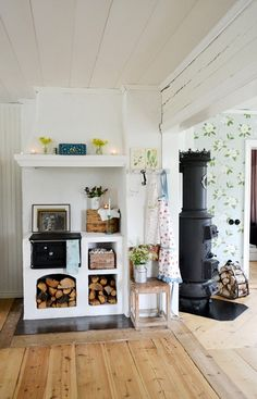 Vedspis och vår kära kamin Farmhouse Interior, Home Interior, Interior And Exterior, Interior Design, Swedish Cottage, Swedish House, Design Apartment, Scandinavian Living, Rustic Kitchen